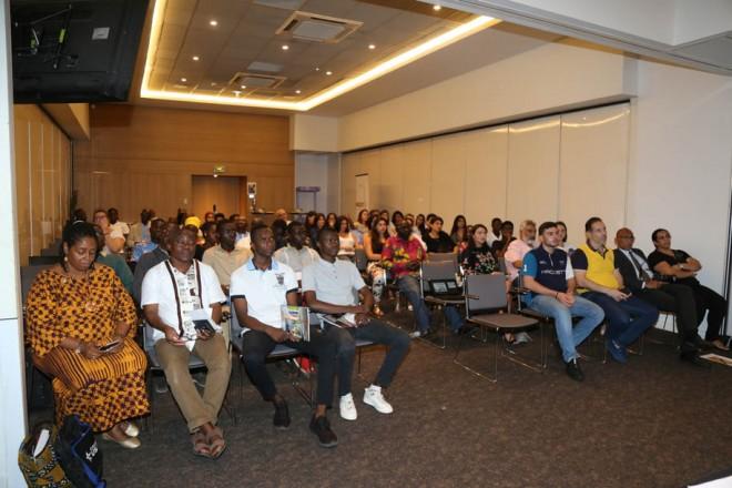 طلاب الجامعة الاميركية في بيروت مع رابطة خريجيها في ساحل العاج