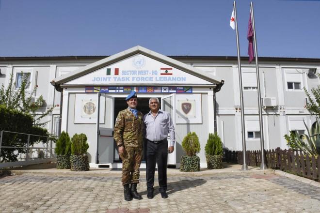 الجنرال الإيطالي ديوداتو آبانيارا و مختار بلدة شمع السيد عصام محسن