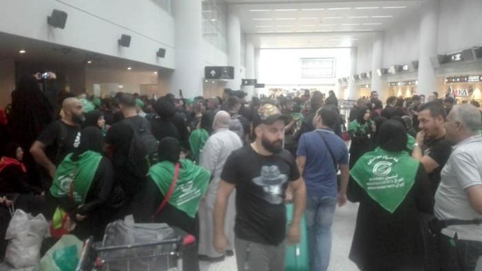 الزوار المحتجزين في المطار