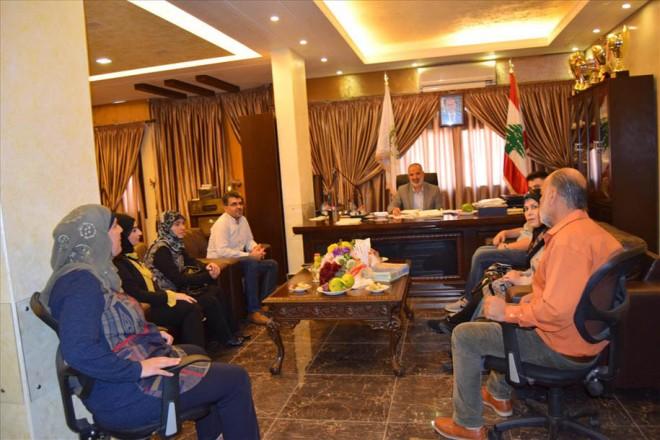 وفد من ثانوية موسى وإسماعيل عباس في زيارة لرئيس بلدية بنت جبيل المهندس الحاج بزي