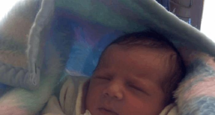الطفل الرضيع المرمي
