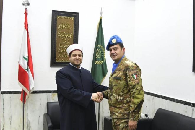 الجنرال الإيطالي ديوداتو آبانيارا و مفتي صور ومنطقتها الشيخ مدرار الحبّال