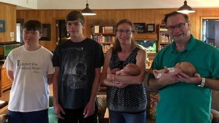 9d508e6a78228 أجريت في الولايات المتحدة عملية إخصاب ثلاثة توائم في يوم واحد، بيد أن الفرق  في مواعيد ولاداتهم وصل إلى 15 سنة. وقبل 16 سنة، خضعت والدة التوائم  البيولوجية، ...